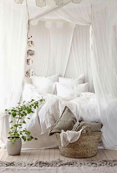 13 Beautiful Canopy Bed Ideas For Your Bedroom