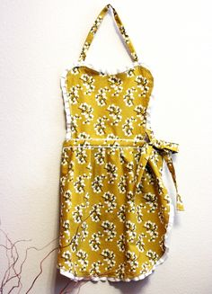 diy apron: This was actually fun to make and relatively easy (if you have used a sewing machine before). I had to make a couple alterations on the top part when I finished but overall i really loved this! It turned out super cute:)