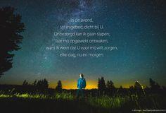 In de avond, stil in gebed, dicht bij U. Onbezorgd kan ik gaan slapen; laat mij opgewekt ontwaken, want ik weet dat U voor mij wilt zorgen, elke dag, nu en morgen. #Liefde, #Nabijheid, #Vertrouwen http://www.dagelijksebroodkruimels.nl/in-de-avond-sela/