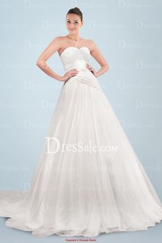 Floor-length Princess Wedding Gown with Dreamlike Chapel Train