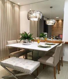 """1,051 curtidas, 20 comentários - Arquitetura de Interiores (@arq4home) no Instagram: """"Sala de jantar pequena e aconchegante com painel em laca fendi na lateral, tons claros e…"""""""