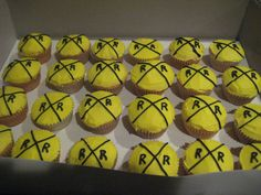 Railroad Crossing Cupcakes - These are some cupcakes I did to go with a Thomas the Train cake. Thanks for looking!
