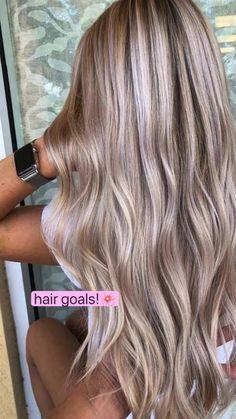 Blonde Hair Looks, Brown Blonde Hair, Blonde Hair Lowlights, Blonde Hair For Pale Skin, Blonde Balayage Long Hair, Fall Blonde Hair Color, Winter Blonde, Blonde Honey, Honey Balayage