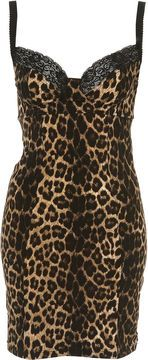 Take a look at the best Animal print dress in the photos below and get ideas for your outfits! Animal print dress, denim jacket and red chanel shoulder bag. Animal Print Outfits, Animal Print Fashion, Fashion Prints, Animal Prints, All Jeans, Leopard Fashion, Grunge, Cheetah Print, Leopard Prints