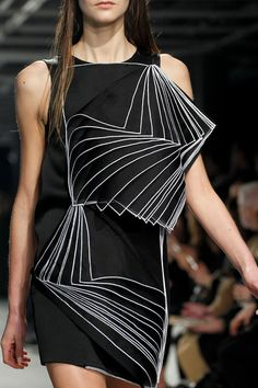 FashionFlashback: Why Op Art Painter Bridget Riley Is the Secret Muse of the Fall 2014 Runways – Photos – Vogue Cubism Fashion, Fashion Art, Runway Fashion, Fashion Show, Fashion Design, Op Art, Christopher Kane, Mode Origami, Geometric Fashion