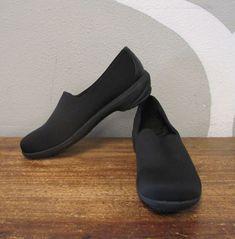 f4eb2ff032e9 AERO Womens 10 Black Slip Resistant Slip On Comfort Flats  fashion   clothing  shoes