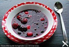 Kaltschale mit Beeren oder Kirschen, ein schmackhaftes Rezept aus der Kategorie Spezial. Bewertungen: 5. Durchschnitt: Ø 4,0.