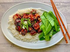 General Tso Tofu with simple rice and steamed sugar snap peas. General Tso Tofu, Eating Well, Clean Eating, Sugar Snap Peas, Cobb Salad, Vegan Recipes, Food Porn, Rice, Romania