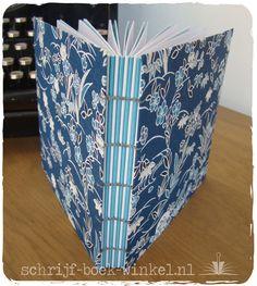 Koptisch gebonden notitieboek, vierkant formaat, bekleed met sierpapier. Verkocht. Meer koptisch gebonden boekjes via info@schrijf-boek-winkel.nl