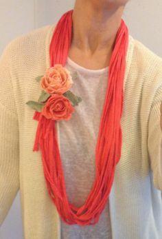 Collar de trapillo y rosas