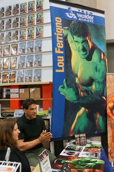 Ex-Mr. Universe Lou Ferigno checks out the puny humans who come to worship at the altar of the original #Hulk #SDCC #Avengers