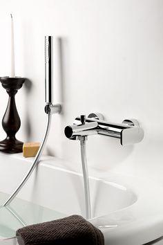Grifería de baño Mistery diseño de Peter Jamieson para Ritmonio. Cuerpo fino, esvelto, hecho de curvas suaves pero delineadas, capaces de crear una armonía delicada.