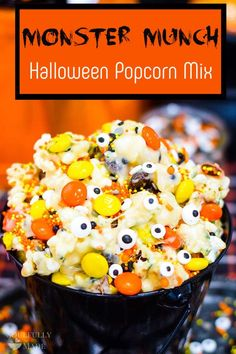 Monster Munch Halloween Popcorn is a perfect sweet treat for your spooky occasion. It's popcorn tossed in gooey white chocolate. Then mix in festive M&M's, candy eyes, and top with your favorite Halloween sprinkles for something scary delicious. Halloween Popcorn, Halloween Sweets, Halloween Party, Halloween Baking, Halloween 2020, Halloween Kids, Halloween Costumes, Popcorn Mix, Popcorn Bowl