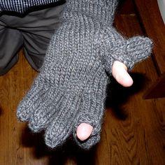 Ravelry: blue Elephant convertible mitts gloves pattern by Bernat Design Studio Crochet Fingerless Gloves Free Pattern, Knitted Mittens Pattern, Crochet Skirt Pattern, Crochet Gloves, Crochet Baby Booties, Knit Mittens, Knitting Patterns, Crochet Mermaid Tail, Ravelry
