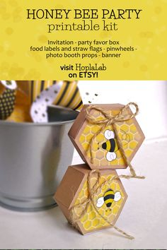 Hexagonal printable box with honey bee Paper Gift Box, Gift Boxes, Honey Packaging, Photos Booth, Bee Boxes, Printable Box, Baby Shower Gift Basket, Baby Shower Invitaciones, Bee Party