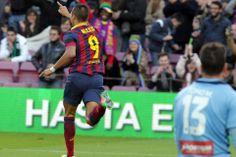 Alexis corre alborozado a celebrar su gol