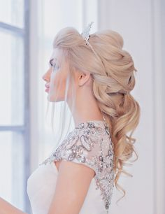 in love with this softly braided bridal hair!  ~  we ❤ this! moncheribridals.com