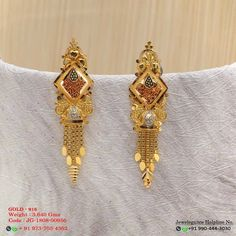 No photo description available. Gold Jhumka Earrings, Jewelry Design Earrings, Gold Earrings Designs, Gold Jewellery Design, Gold Mangalsutra Designs, Beaded Necklace Patterns, Gold Ring Designs, Gold Jewelry Simple, Silver Anklets