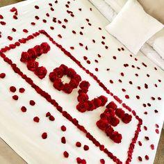 Red Roses & Petals & Love - Valentine's Day - Romantic Night for Her - Wedding Honeymoon Anniversary Gift Wedding Night Room Decorations, Romantic Room Decoration, Birthday Room Decorations, Romantic Bedroom Decor, Anniversary Decorations, Wedding Bedroom, Flowers Decoration, Romantic Room Surprise, Romantic Night