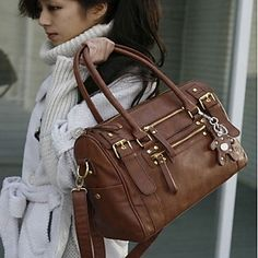 Take all you need with this practical and spacious bag! Use or not? Click for more details.