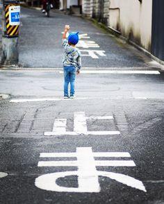 ・ 交通ルールは守ります╰(*´︶`*) ・ 4歳次男、いつの間にやらこんなこともできるようになりました。ただ、突然すぎて「れ」が入らなかった…。 ・ #宮島 広島県 #スライム次男