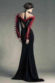 amazing gothic princess ball gown couture fashion for halloween event, ball or function Jean Louis Sabaji - Couture - Spring-summer 2013 Dark Fashion, Gothic Fashion, Fashion Art, Fashion Show, Fashion Design, High Fashion, Fashion Clothes, Trendy Fashion, Mode Sombre
