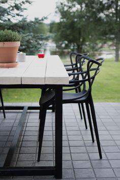 Table for outdoor terrace. Outdoor Living Patios, Outdoor Spaces, Garden Furniture, Outdoor Furniture, Outdoor Decor, Big Beautiful Houses, Summer House Interiors, Summer House Garden, Terrace Garden