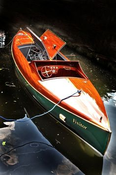 """Fixator'"" Classic Panatela Style Pointed Bow & Stern Wooden Sport Boat."