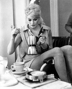 Anita Ekberg, caffé