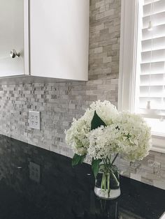 BuildDirect – Granite Countertops  – Black Galaxy - Kitchen View                                                                                                                                                                                 Más