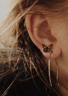 Trending Ear Piercing ideas for women. Ear Piercing Ideas and Piercing Unique Ear. Ear piercings can make you look totally different from the rest. Cute Jewelry, Jewelry Box, Jewelry Accessories, Jewelry Ideas, Jewelry Holder, Geode Jewelry, Jewelry Making, China Jewelry, Summer Accessories