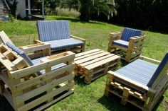 This is a wonderful set of garden furniture out of a wooden pallet. Really it's an amazing pair of relaxing sofa set and with a shelf fix in its handle.