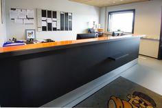 Næsby Auto - Ergo-design - 4155 pewter, 4023 nero  #overflade #forbo #interiordesign #linoleum #skrank #arkiv.