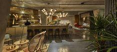 Vienna House Mokotow Warsaw to industrialny wystrój w biznesowym centrum warszawskiego Mokotowa. Połączenie gościnności i ekologii wyróżniają ten nowoczesny hotel. Lobby hotelowe nawiązuje do śródziemnomorskiego stylu życia, a w hotelowym barze goście czują się swobodnie, a biznes traci swoj formalny charakter. Vienna House, Warsaw, Bar
