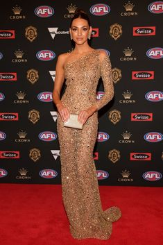 Every Single Dress From the 2018 Brownlow Medal Red Carpet J Aton Couture, Strapless Dress Formal, Formal Dresses, White Gowns, Wife And Girlfriend, Red Carpet Dresses, Melbourne, Crown, Celebrities