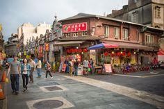 Daxi Old Street (大溪老街) :大溪豆干, 月光餅, 芋纖粿、鹹湯圓、花生糖