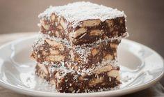Σοκολάτα, μπισκότο και καρύδα συνδυάζονται αρμονικά σε ένα λαχταριστό και εύκολο γλυκάκι τριπλής απόλαυσης! Ό,τι πρέπει για να γλυκάνουμε το απογευματινό καφεδάκι μας. Είναι και ωραίο κέρασμα στις γιορτές. Cookie Bars, Bar Cookies, Sweet Recipes, Tiramisu, Sweet Home, Food And Drink, Sweets, Candy, Ethnic Recipes