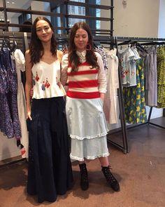 Acontece agora a inauguração da pop uo store da @tanyataylor. A inspiração da coleção veio de 2 viagens feitas pela designer para Cuba e Capri. As estampas são todas desenvolvidas por ela mesma pintadas à mão em grandes telas de canvas. Na foto Tanya e a @Brunatenorio vestida com um top e calça da coleção (Por @cdmpeixoto)  via HARPER'S BAZAAR BRAZIL MAGAZINE OFFICIAL INSTAGRAM - Fashion Campaigns  Haute Couture  Advertising  Editorial Photography  Magazine Cover Designs  Supermodels  Runway…