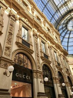 brown aesthetic vintage Finding the PERFECT Shoes in Milan Boujee Aesthetic, Brown Aesthetic, Aesthetic Collage, Travel Aesthetic, Aesthetic Vintage, Aesthetic Photo, Aesthetic Pictures, Cream Aesthetic, Aesthetic Backgrounds