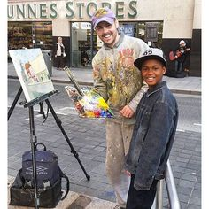 A nice picture from Drogheda where @katoya_jb and her son on a trip to Ireland met this painter capturing the street life. Judging from the smiles the meeting was welcome a happy interlude for everyone.