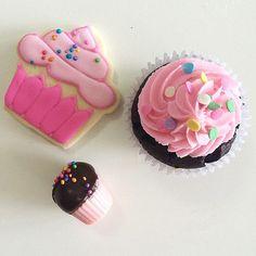 Trio perfecto de cupcakes!!!! #cupcakes #cakepops #cookies #AYNIC | por All you need is Cupcakes!