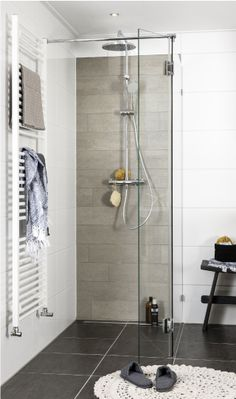Bathroom designed by creative interior magazine and Bad in Beeld Bathroom Floor Tiles, Bathroom Toilets, Bathroom Renos, Modern Bathroom, Small Bathroom, Master Bathroom, Shower Tiles, Modern Shower, Kitchen Tile