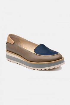 Zapatos para Mujer Modelo Blueberry Milkshake. Los mejores amigos de todas las chicas, siempre listos para completar nuestros outfits sea invierno o sea verano; estamos hablando claro de los zapatos de mujer. Adorna tus piernas y todos tus looks con increíbles zapatos de mujer que reflejen tu estilo y acompañen tu ropa y que incluso sean el centro de atención. Encuentra los modelos más increíbles de zapatos de mujer en Fashoop visitando https://www.fashoop.com/mujer/zapatos-de-mujer.html