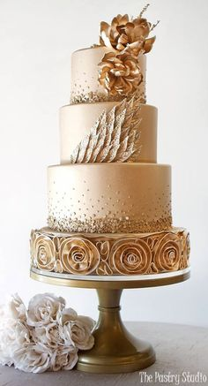 Gold wedding cake idea via The Pastry Studio