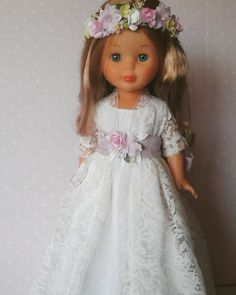 Vestidos de comunion para nancy Doll Clothes Patterns, Clothing Patterns, Vestidos Nancy, Our Generation Doll Clothes, Nancy Doll, Doll Making Tutorials, Wellie Wishers, Antique Lace, 18 Inch Doll