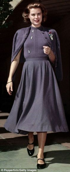 Love the wool dress. The only wool dresses I have boast slim skirts. I should change that . . .