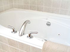 Cleaning A Bathtub: We Applied Baking Soda And Then A Mixture Of Warm  Vinegar And