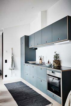 Small Kitchen Ideas - Compact kitchen in blue - via Coco Lapine Design