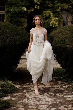 Modern bridal separates, lace top + cap sleeves. Jesus Peiro. Kate Pook Photography Bridal Separates, Bridal Hair And Makeup, Vintage Style Dresses, Bridal Boutique, Boutique Dresses, I Dress, Fashion Dresses, Vintage Fashion, Bride