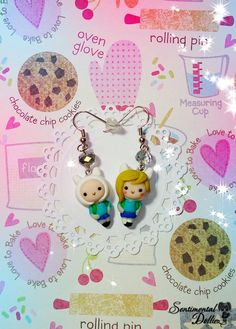 Adventure Time, Adventure Time Jewelry, Finn Jewelry, Finn and Fionna Earrings Fimo Clay, Polymer Clay Charms, Polymer Clay Earrings, Pokemon, Cartoon Adventure Time, Clay Projects, Projects To Try, Clay Crafts, Geeks